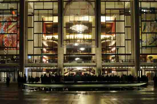 The Metropolitan Opera House after the evening show of L'Amour de Loin.