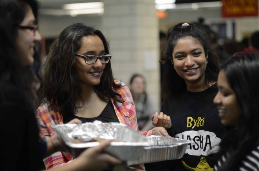 Students+enjoyed+the+plethora+of+food+offerings+during+the+annual+food+fair.