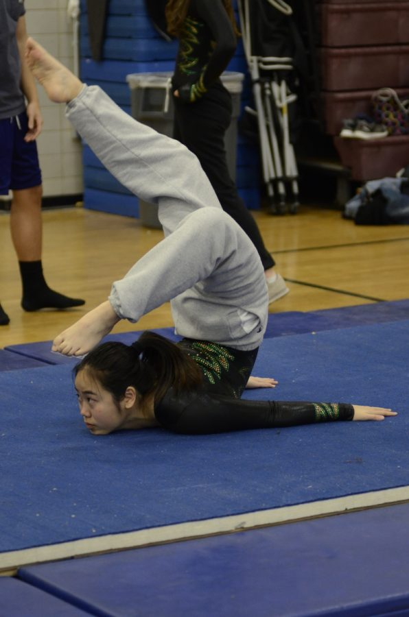 Fionna Chen '18 doing a chest stand during practice.
