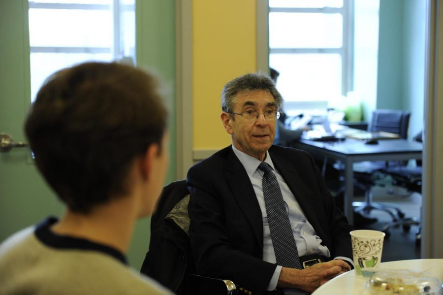 Dr.+Lefkowitz+enjoys+a+quick+lunch+with+students+such+as+James+Snyder+%E2%80%9918%2C+discussing+his+career+and+experiences.