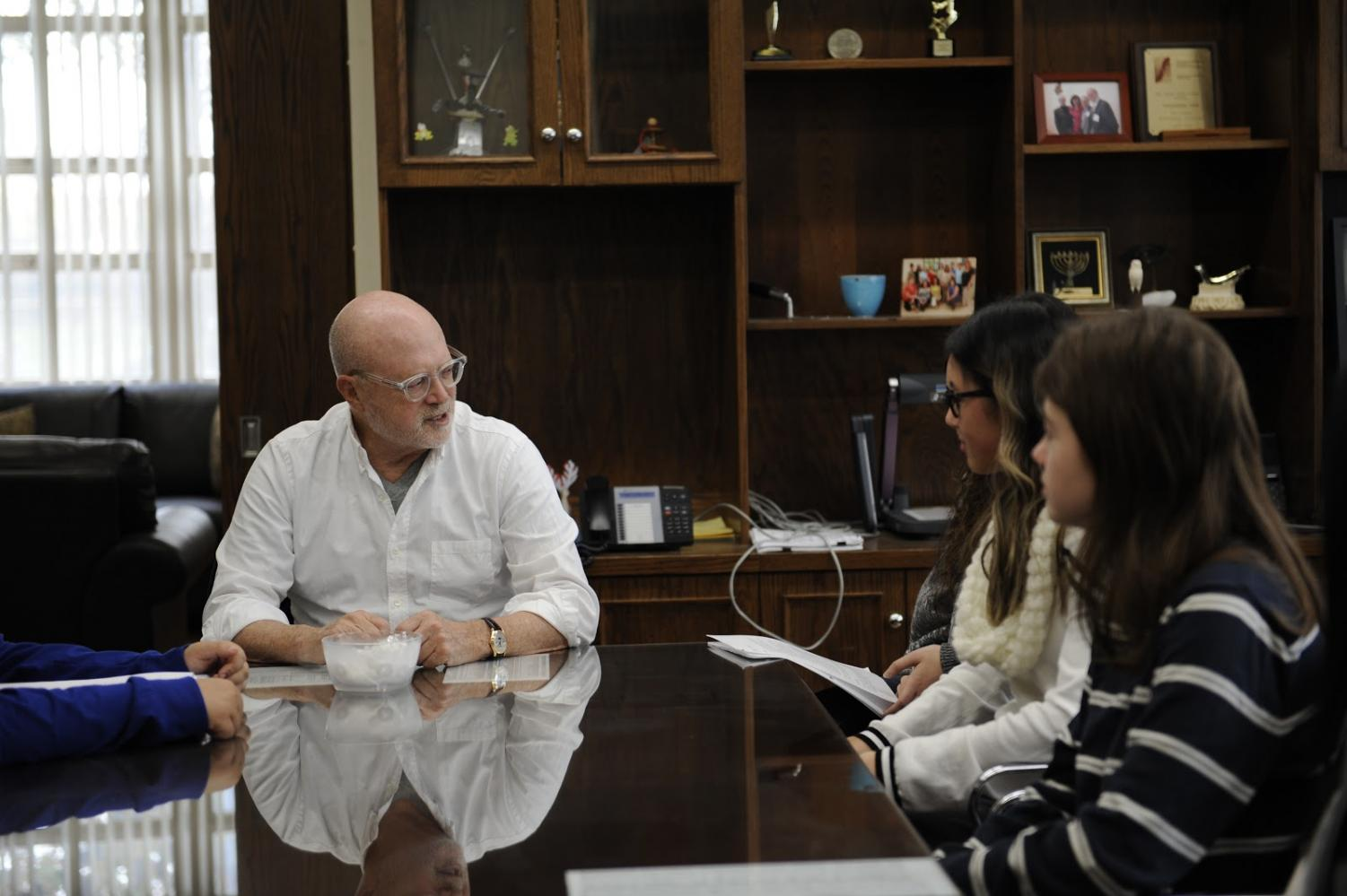Mickey Drexler responds to questions posed by his interviewer, Sara Buklan, during a lunch with students.