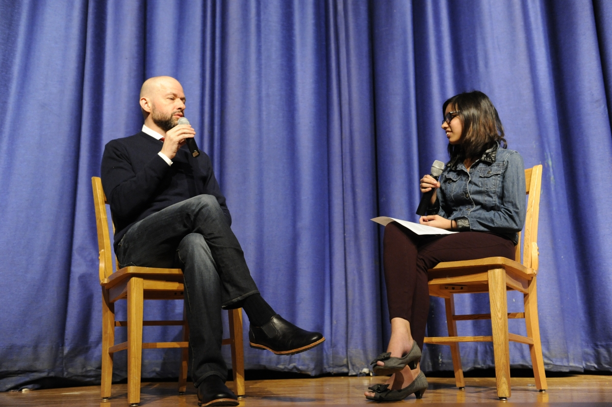 Cryer is interviewed in the auditorium by Lakhsmi Chatterjee '18.