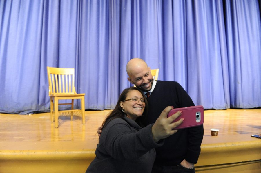 Cryer took the time after his interview to pose for photos with students and faculty.