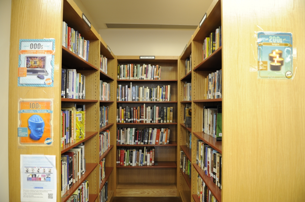 The Computer Science and Philosophy & Psychology shelves of the school library.