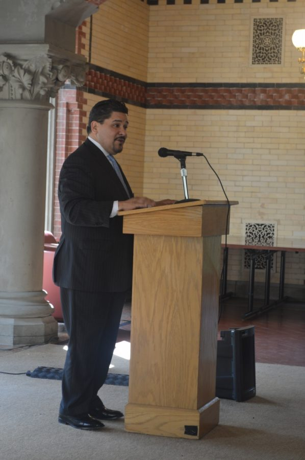 The+NYC+School+Chancellor+Richard+Carranza+speaks+to+student+journalists+at+the+round+table+discussion+on+May+9th%2C+2018.%0A