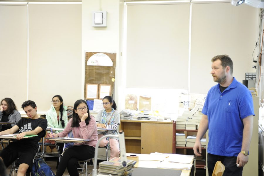 Mr.+Grossman+listens+intently+during+a+class+discussion+on+George+Orwell%27s+%271984%27+in+his+sophomore+English+class.