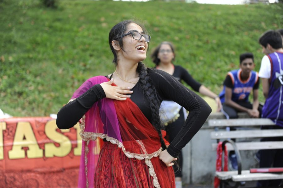 Jasmeen Kaur '20 dances for NASHA at Club Fair.