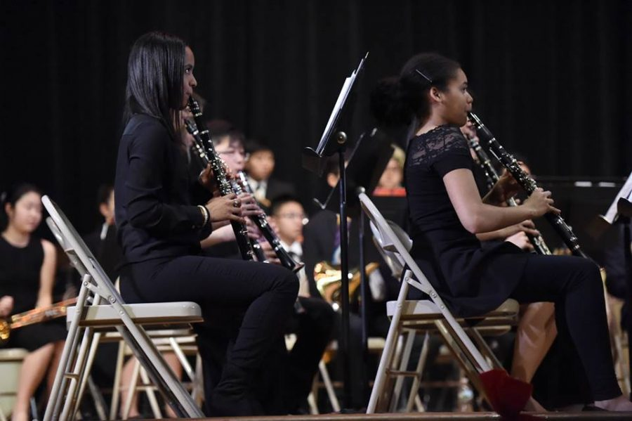 Chancie Velasquez '21 (left) and Katherine Urena '20 (right), clarinet players, watching Mr. Mantilla as he conducts Concert Band.