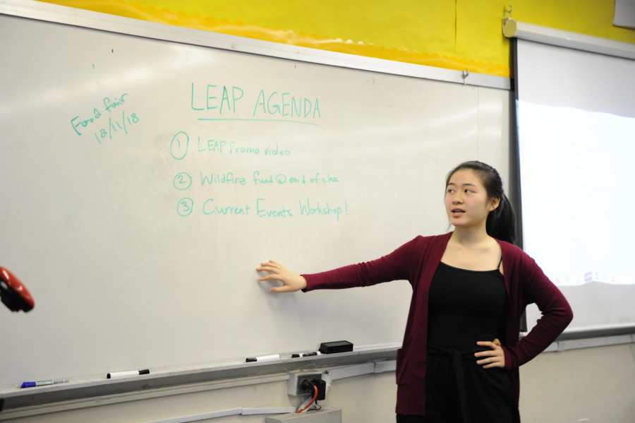Alysa Chen '19 introduces the agenda for a LEAP meeting