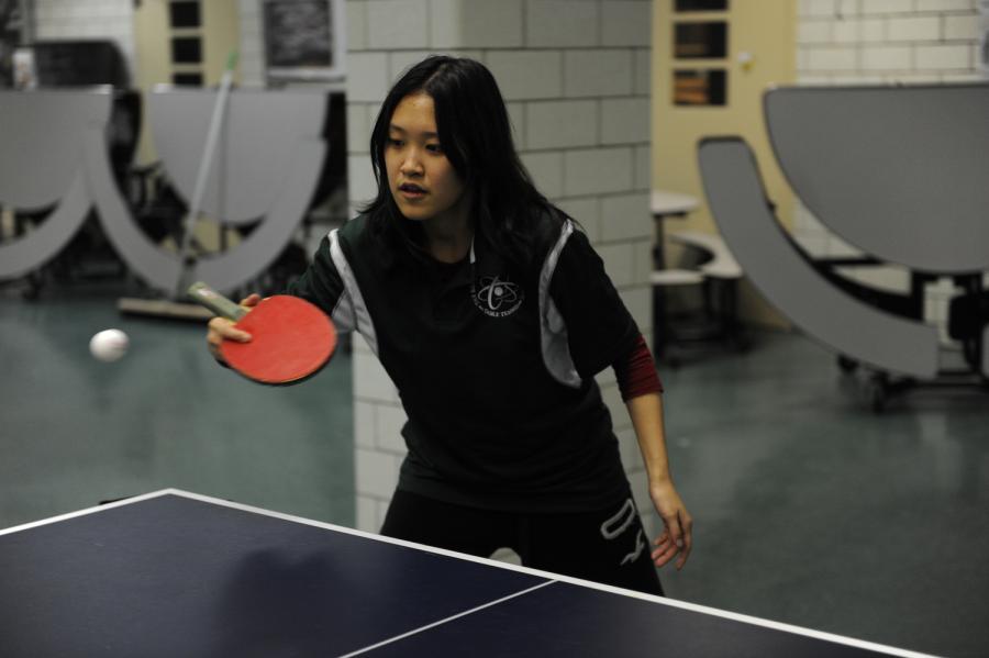 Ellen Ren '19 returns the ball to her opponent.