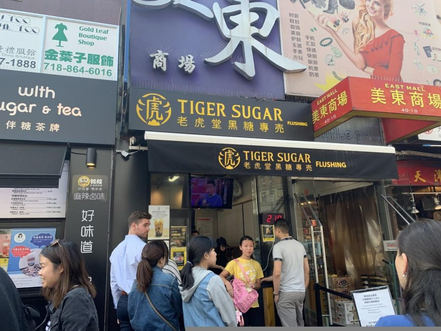 When you approach the counter, you usually see a crowd of people waiting to order a drink from this famous bubble tea shop.