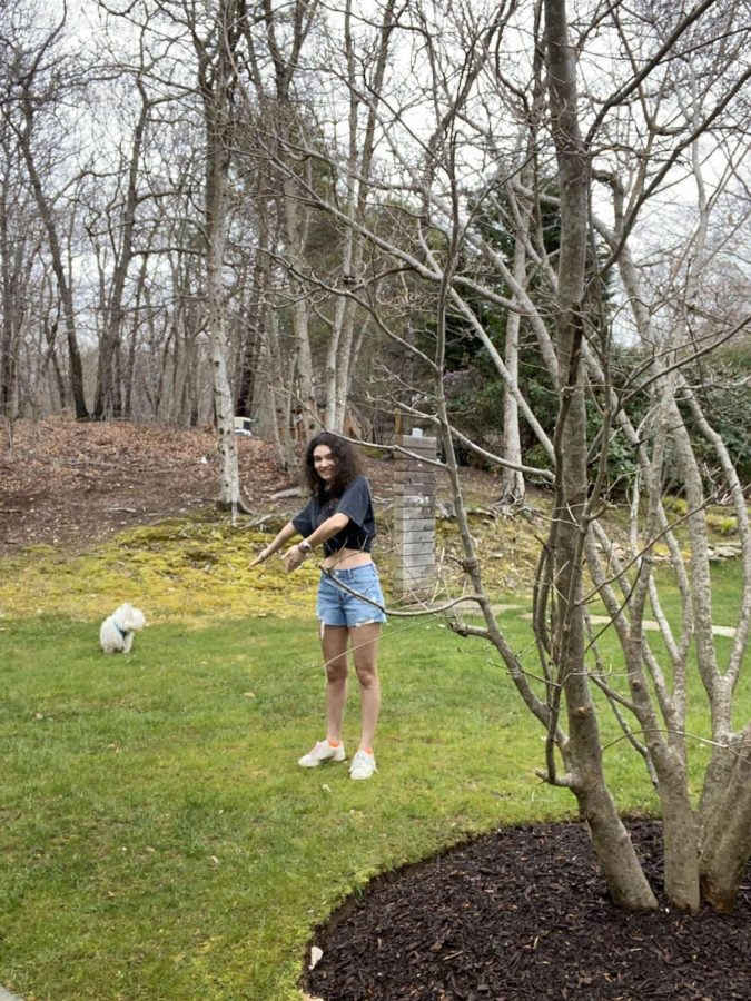 Isabel+Bernstein+%2720+plays+with+her+dog+in+their+yard+on+Long+Island.