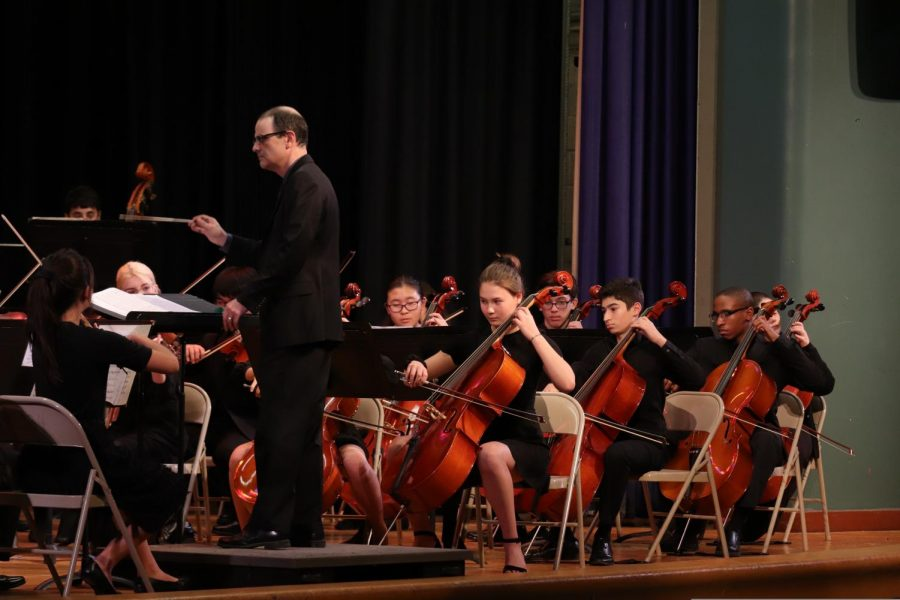 Mr. DeSilva conducts the Bronx Science Orchestra students during a concert from life before the Coronavirus pandemic. Now that the pandemic will prevent in-person concerts for at least the immediate future, we need to reimagine how we can connect with others through the shared experiences of art and music. Digital concerts, discussed in this article, are one way to do so.