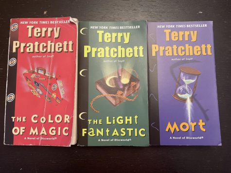 Here is a selection of popular Discworld books by Terry Pratchett.