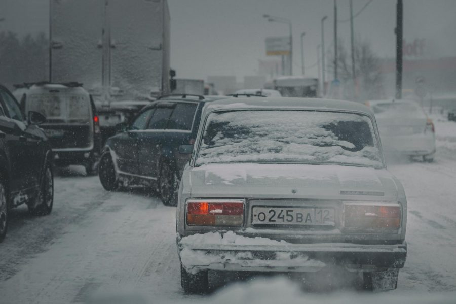 Snowstorms+often+make+it+difficult+to+drive%2C+causing+an+increase+in+accidents+and+traffic+congestion.