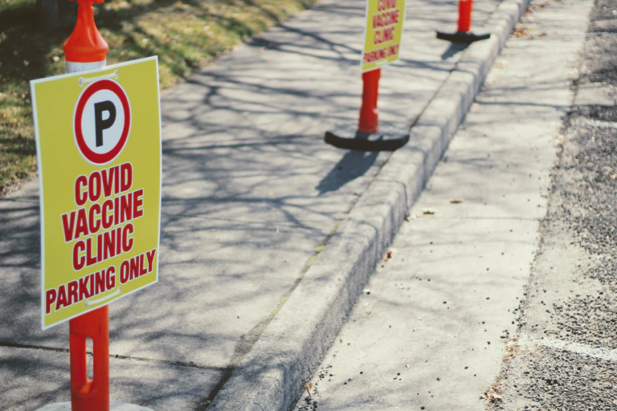 The U.S. government is offering many incentives for Americans to take vaccines for COVID-19, such as free parking outside vaccination sites. (Joshua Hoehne / UnSplash.com)